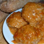 Тефтели в томатном соусе (на плите, в духовке, в мультиварке)