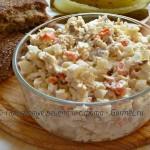 Салат с копчёной скумбрией и рисом