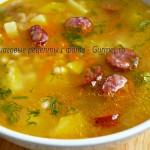 Суп с фасолью и копчёными колбасками